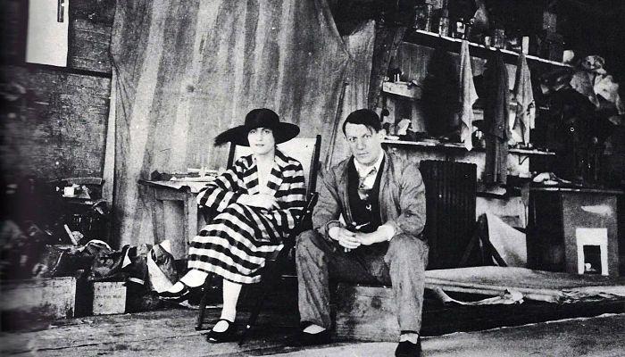 Con Olga Clochlova en París (1919)