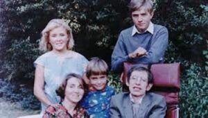 Biografía de Stephen Hawking: Vida, Obra y Aportes a la Ciencia